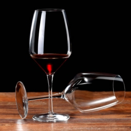 高脚红酒杯