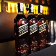 JOHNNIE WALKER 尊尼获加 黑牌 12年调配型苏格兰威士忌700ml*3瓶+红方 700ml