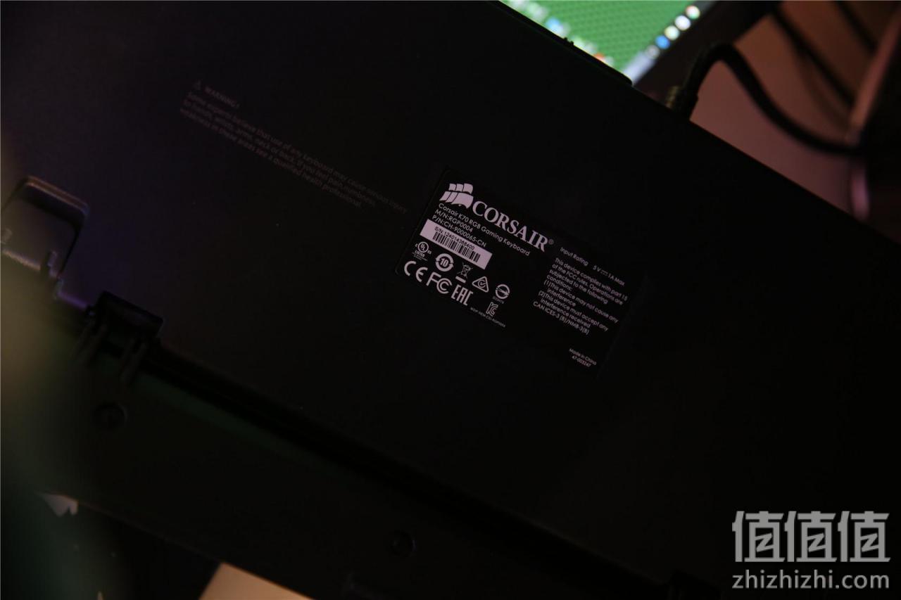 美商海盗船K70 RGB LUX红轴键盘开箱
