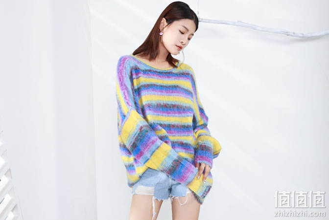 女士彩虹条纹马海毛毛衣