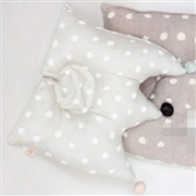 Naomi Ito POCHO皇冠凹型枕头部定型枕