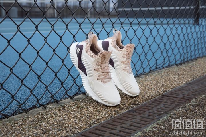 Adidas 推出新一代 AlphaBOUNCE Beyond 系列鞋款