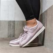 NIKE 耐克 CLASSIC CORTEZ 日本限定款 女士复古休闲鞋 公主粉