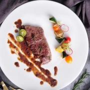 圣农 澳洲进口 整块原切微腌制 黑胶牛排套餐1500g 共10片装 送黄油酱料刀叉