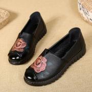 艳昂 中老年妈妈女鞋舒适软底奶奶皮鞋 36元包邮(需用券)¥36