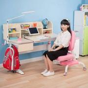 心家宜 加大桌面 104-207 手摇机械升降儿童学习桌椅套装 赠矫姿带+人体工学椅椅套新低1399元包邮(需领券)