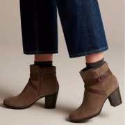 Clarks 其乐 Enfield Coco 女士真皮粗跟短靴 £31.5(需用码)