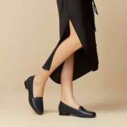 Clarks 其乐 Juliet Lora 女士牛皮平底单鞋 26136578