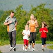 10款最佳儿童跑鞋:从出街到5K跑,儿童更需要合适的鞋子