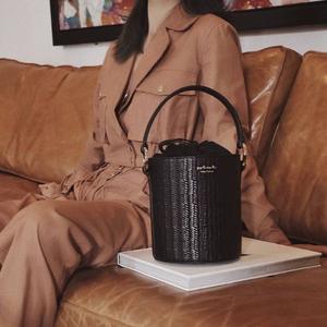 meli melo Santina 迷你 时髦编织水桶包