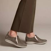 限UK4码,Clarks 其乐 Un Adorn Zip 女士侧拉链平底休闲鞋