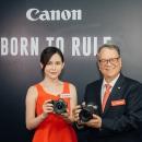 Canon R5 / R6 发布会现场体验:眼部追踪对焦就是狂,12fps机械连拍超轻超安静!