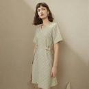 FANSILANEN 范思蓝恩 Z200950 V领格纹连衣裙100元包邮(双重优惠)