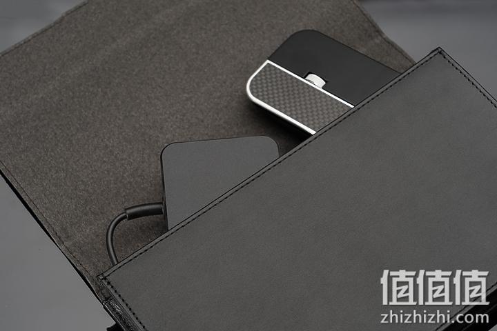 Acer 宏碁 Book RS 保时捷限量版笔记本电脑配件收纳示意图