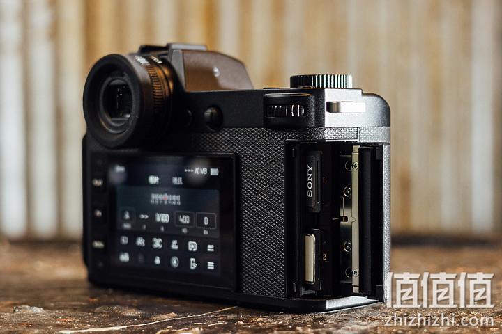 Leica 徕卡 SL2-S为双SDXC且支持UHS-II