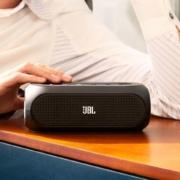 全铝金属外壳,8h尽情播放:JBL TURBO无线便携扬声器