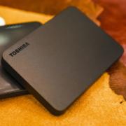 USB3.0即插即用,防滑防指纹:4TB 东芝 新小黑A3 2.5英寸移动硬盘