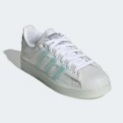 Adidas originals Superstar 半透明果冻大童款板鞋$34.40(折¥233.92) 4.0折