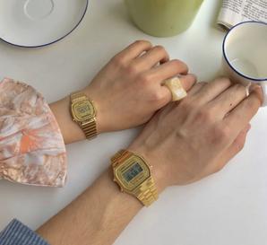 CASIO 系列中性款数码手表,不锈钢手镯 – a168wg  含税到手约275.08元