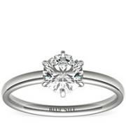 Blue Nile 0.70 克拉梨形钻石+六爪低圆拱内圈卜身设计单石戒托