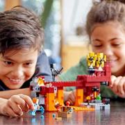 LEGO 乐高 Minecraftwide世界系列 21154大战烈焰人$23.99(折¥163.13) 8.0折