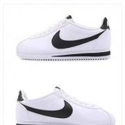 CLASSIC CORTEZ 女款低帮运动小白鞋 807471-101377元